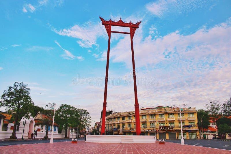 Bangkok Tailandia, señal de Chingcha del sao del oscilación gigante de tailandés en el tiempo de mañana fotografía de archivo libre de regalías