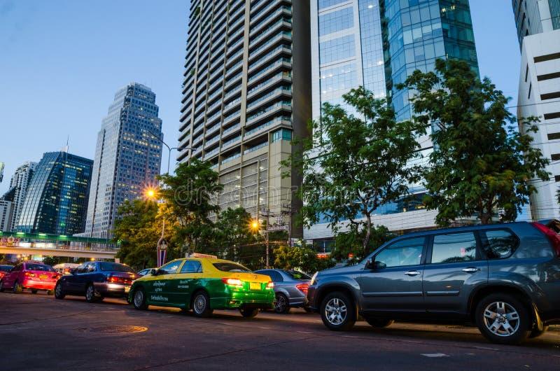 Bangkok, Tailandia: Tráfico en la noche fotografía de archivo libre de regalías