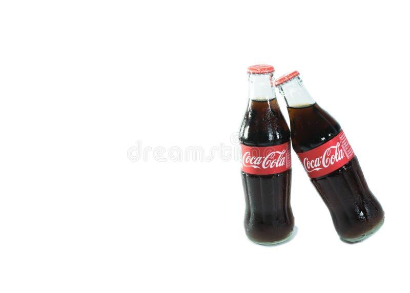 Bangkok Tajlandia, Czerwiec, - 1, 2017: Butelka koka-kola napój jest zdjęcie stock