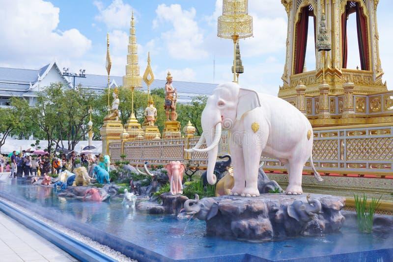 Bangkok Tajlandia, Listopad, - 10, 2017: Królewska Crematorium wystawa królewiątko Bhumibol Adulyadej przy SanamLuang obrazy royalty free