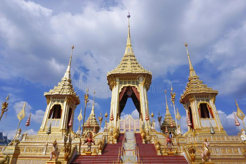 Bangkok Tajlandia, Listopad, - 10, 2017: Królewska Crematorium wystawa królewiątko Bhumibol Adulyadej przy SanamLuang obraz royalty free