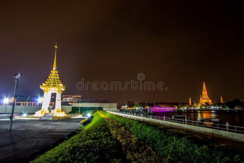 Bangkok, Tajlandia na November13,2017: Nocy scena replika Królewski Crematorium dla Królewskiej kremaci jego wysokość królewiątko obraz stock