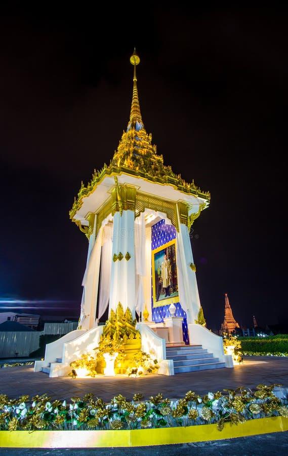 Bangkok, Tajlandia na November13,2017: Nocy scena replika Królewski Crematorium dla Królewskiej kremaci jego wysokość królewiątko obrazy royalty free