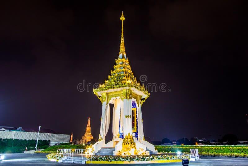 Bangkok, Tajlandia na November13,2017: Nocy scena replika Królewski Crematorium dla Królewskiej kremaci jego wysokość królewiątko zdjęcia royalty free