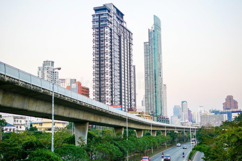 BANGKOK TAJLANDIA, STYCZEŃ, - 13, 2018: Krung Thon Buri BTS stacja w popołudniu popularny transport wciąż otwarty do fotografia royalty free
