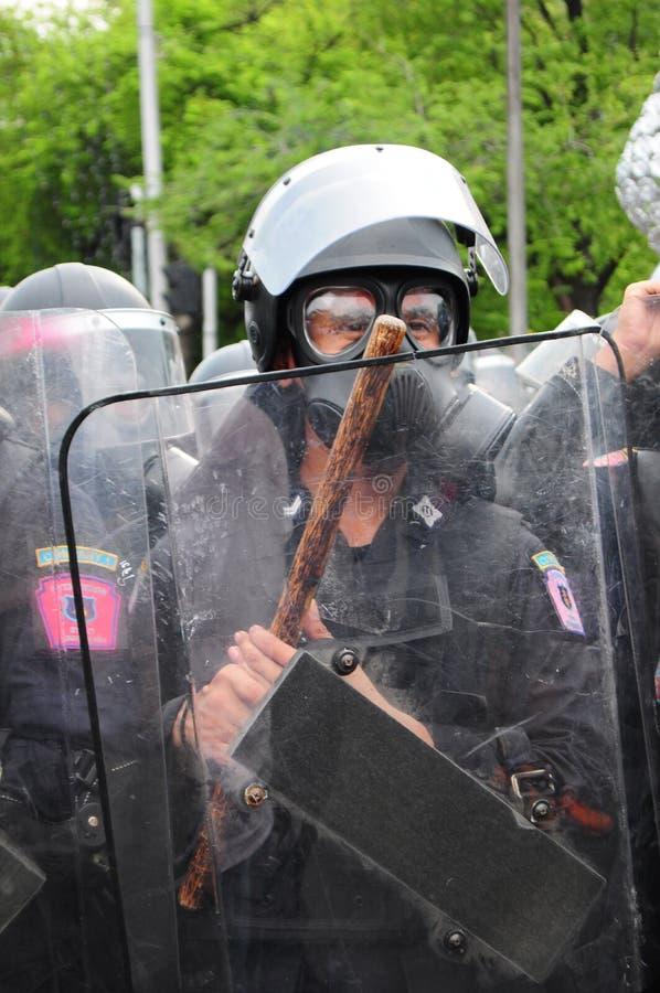 Bangkok, Tajlandia/- 11 24 2012: Zamieszki policja stawia czoło protestujących przy Królewskim placem fotografia royalty free