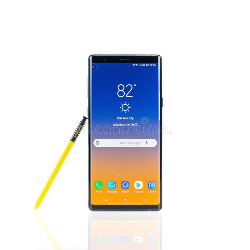 Bangkok, Thaïlande - 28 août 2018 : Smartphone de la note 9 de galaxie de Samsung avec le stylet jaune de S-stylo, d'isolement à  photo stock