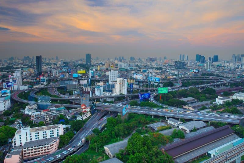 BANGKOK THAÏLANDE - 21 AVRIL : vue supérieure d'exprès montré par Bangkok images libres de droits