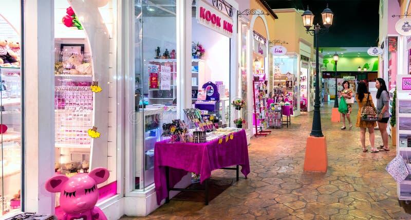 BANGKOK, THAÏLANDE - 16 DÉCEMBRE : Boutiques indépendantes dans le boutiq photo stock