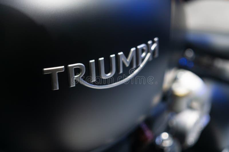 Bangkok, Thaïlande - 2 décembre 2018 : Fermez-vous d'un logo de Triumph images libres de droits