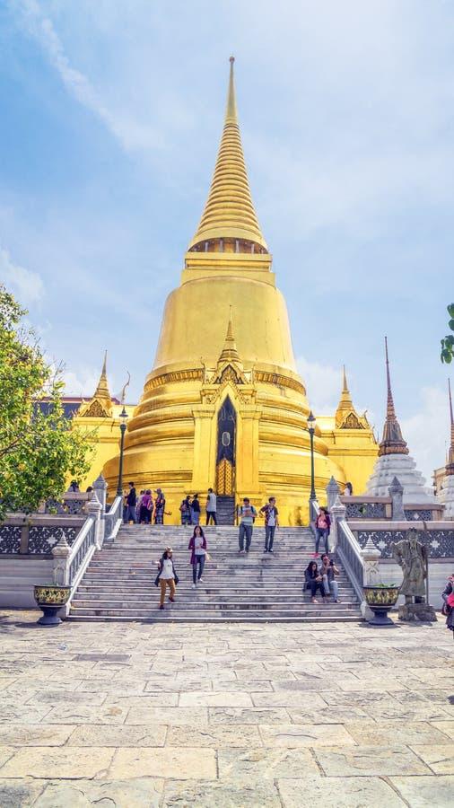 Bangkok, THAÏLANDE - 7 février 2016 Les touristes sont autour de temple photo stock