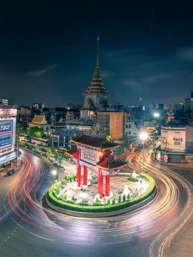 Bangkok, Thaïlande - 23 FÉVRIER 19 : temple d'or de Chinatown Bouddha de passage à la nuit crépusculaire image libre de droits