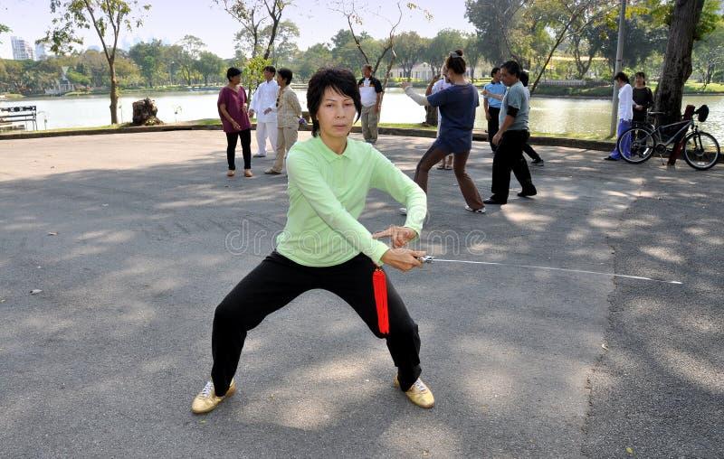 Bangkok, Thaïlande : Femme Chi pratiquant Tai ' photo stock