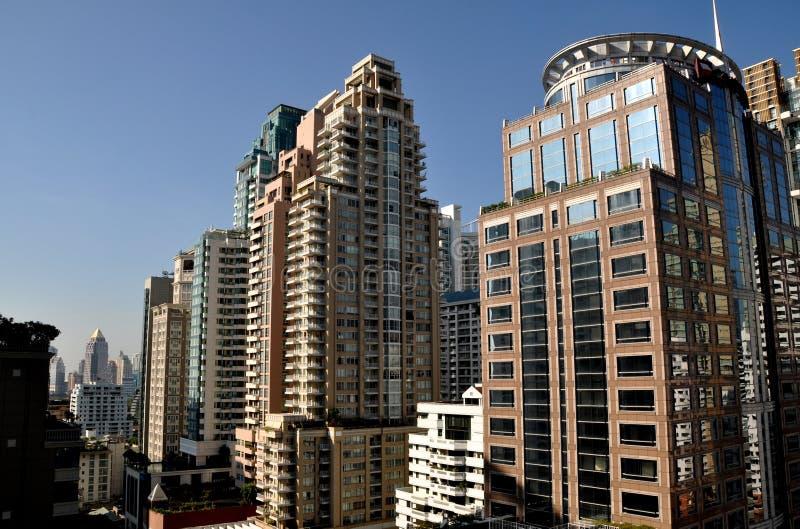 Bangkok, Thaïlande : Hôtels de luxe et appartements sur la route de Langsuan images stock