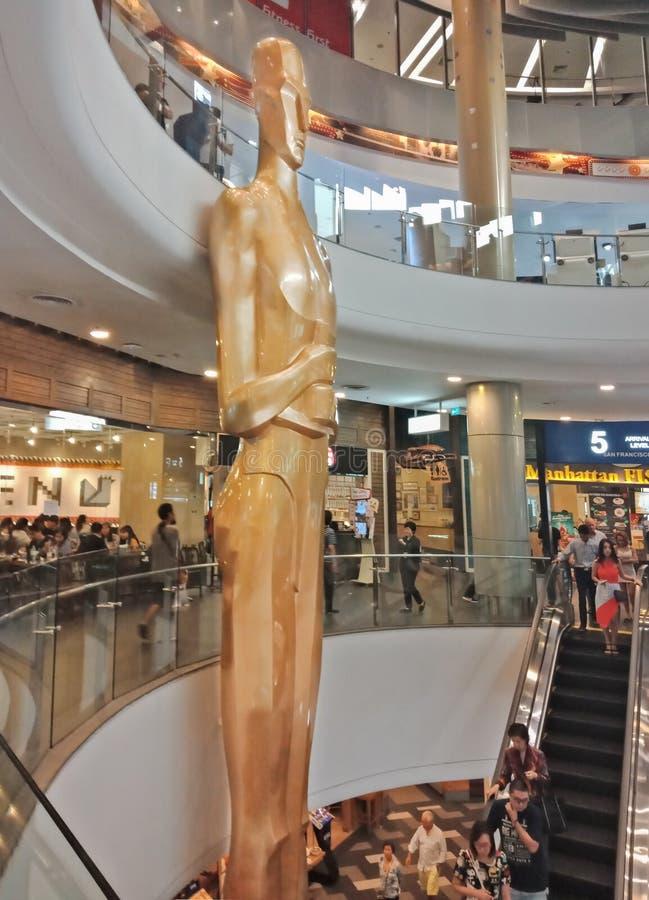 Bangkok, Thaïlande - 14 janvier 2018 : Grande statue humaine d'or, image stock