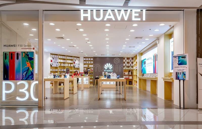 BANGKOK, THAÏLANDE - 11 JUIN : Le magasin de détail mobile de Huawei vide dans le centre commercial de place de Seacon à Bangkok  image libre de droits