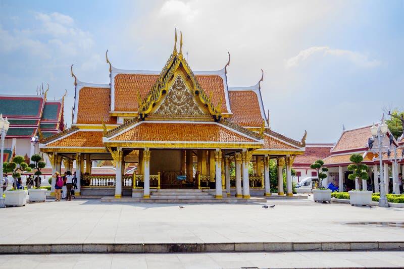 Bangkok, Thaïlande, la porte au temple de Wat Ratchanadda le Loha Prasat photographie stock libre de droits