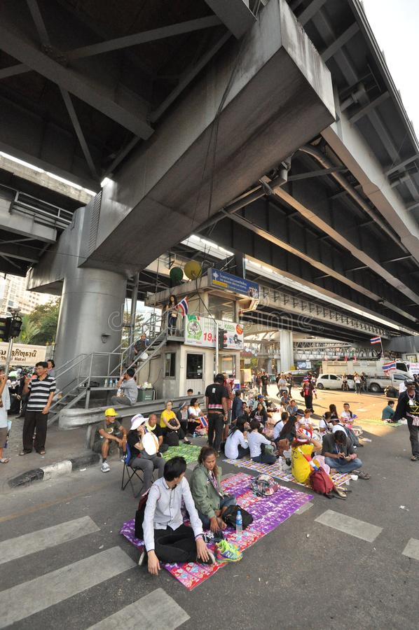 Bangkok/Thaïlande - 01 14 2014 : Le bloc jaune de chemises et occupent Lumphini photo stock