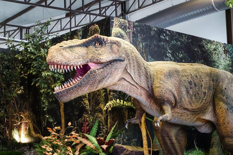 Bangkok, Thaïlande : Le 2 janvier 2018 chiffre de dinosaure à la planète de dinosaure à un coeur de Bangkok photo stock