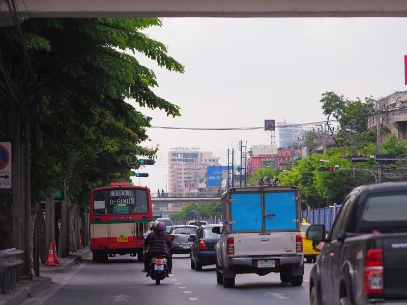 Bangkok, Thaïlande Le 26 mai 2018 situation du trafic pendant dessous photos stock