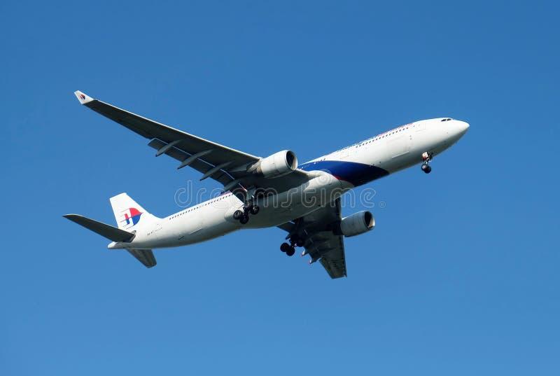 Bangkok, Thaïlande - 4 mars 2018 l'avion de passagers de Malaysia Airlines Airbus A330-323 décolle de l'aéroport images libres de droits