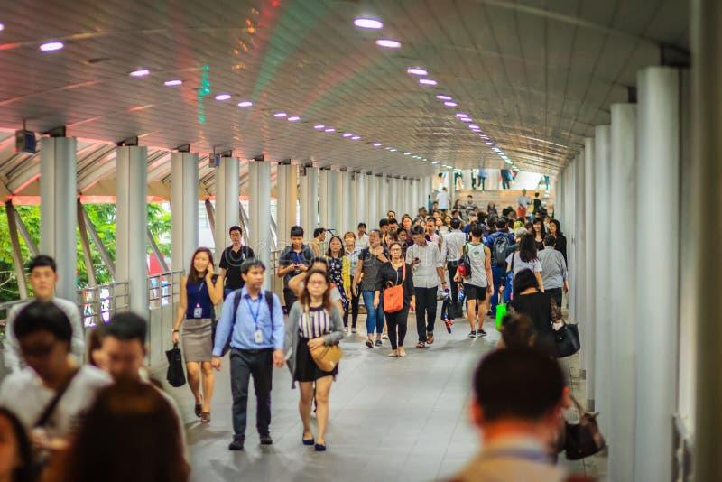 Bangkok, Thaïlande - 8 mars 2017 : Passagers qui travaill dans Satho photos libres de droits