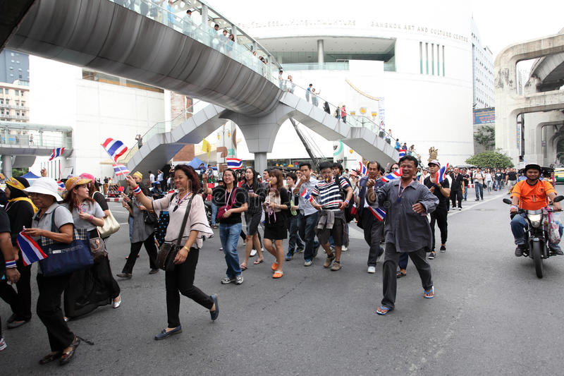 BANGKOK, Thaïlande - novembre 11,2013 : Un protestataire joint anti- photo libre de droits