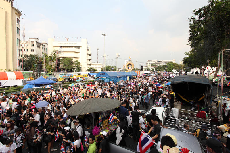 BANGKOK, Thaïlande - novembre 11,2013 : Un protestataire joint anti- photo stock
