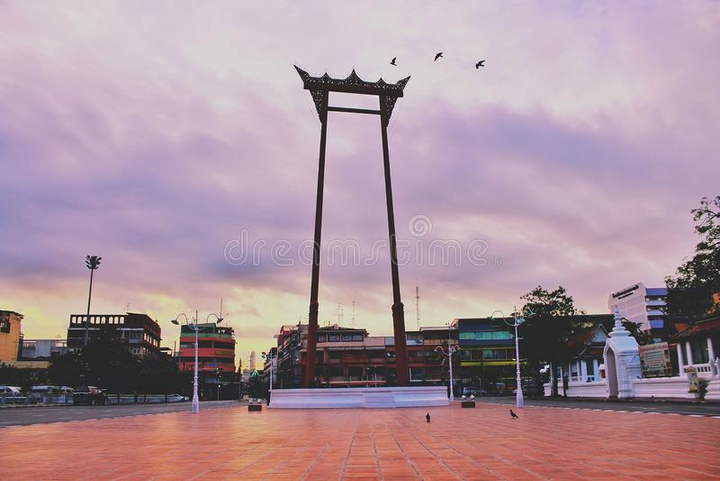 Bangkok Thaïlande, point de repère de Chingcha de sao d'oscillation géante de thaïlandais au temps de matin images stock