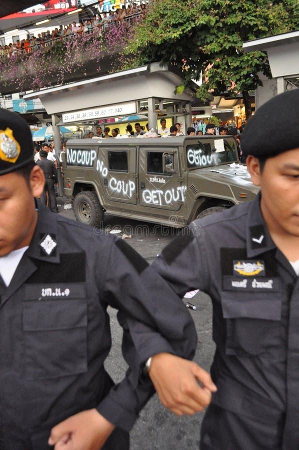 Bangkok/Thaïlande - 05 28 2014 : Protestation de personnes contre le coup chez Victory Monument photo stock