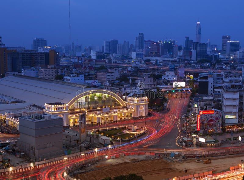 BANGKOK THAILAN - MAY20 : beaux feux de signalisation et gare ferroviaire de Hua Lumphong au coeur de Bangkok sur may20, 2017 à B photo libre de droits