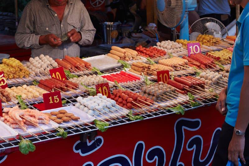 Bangkok, Thailand, 24. September. Straßentellersegment mit Nahrung Asien stockfotografie