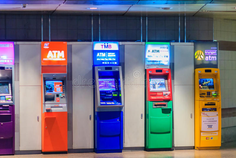 Bangkok, Thailand - 23. April 2017: Bunt vom Geldautomaten stockbilder