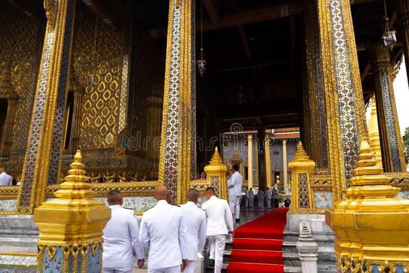 BANGKOK THAILAND - APRIL 6, 2018: Den storslagna slotten - den Chakri dagen - som dekoreras i guld- och ljusa färger var buddists arkivfoton