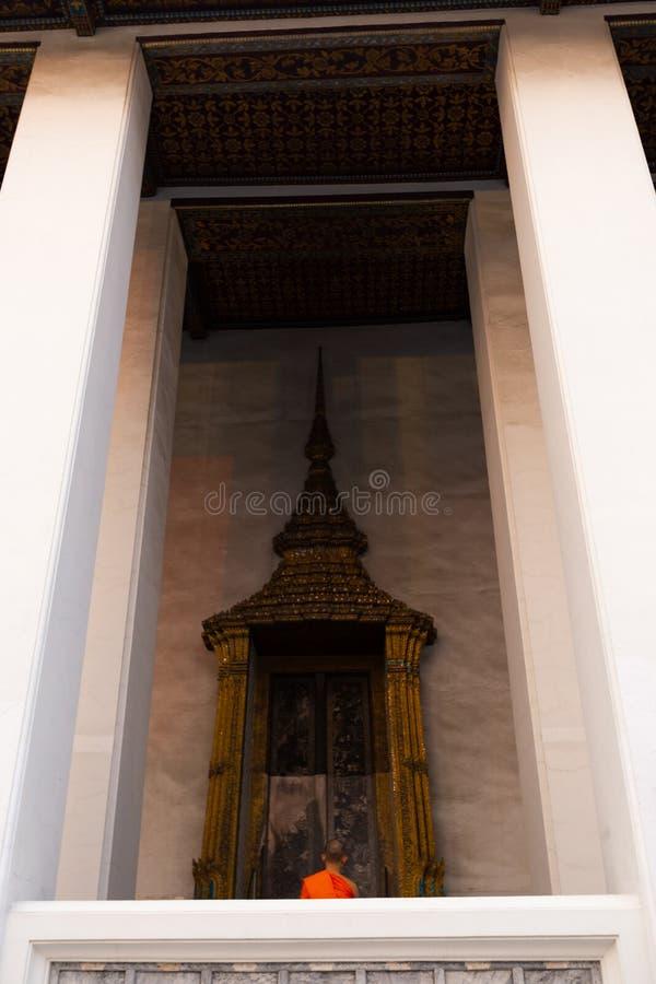 BANGKOK THAILAND - APRIL 6, 2018: Den storslagna slotten - den Chakri dagen - som dekoreras i guld- och ljusa färger var buddists arkivbilder