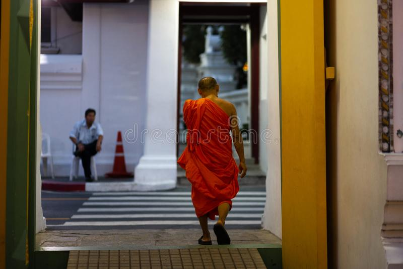 BANGKOK THAILAND - APRIL 6, 2018: Den storslagna slotten - den Chakri dagen - som dekoreras i guld- och ljusa färger var buddists arkivbild