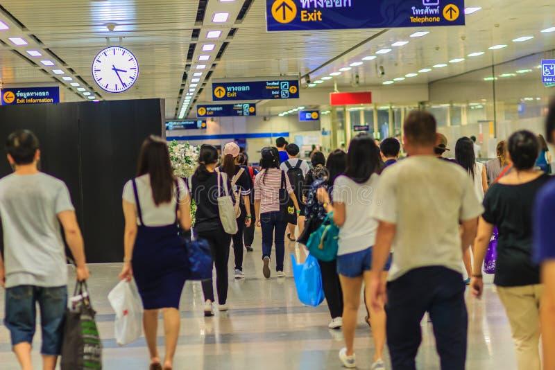 Bangkok Thailand - April 23, 2017: Efter ankom deras destinat arkivbild