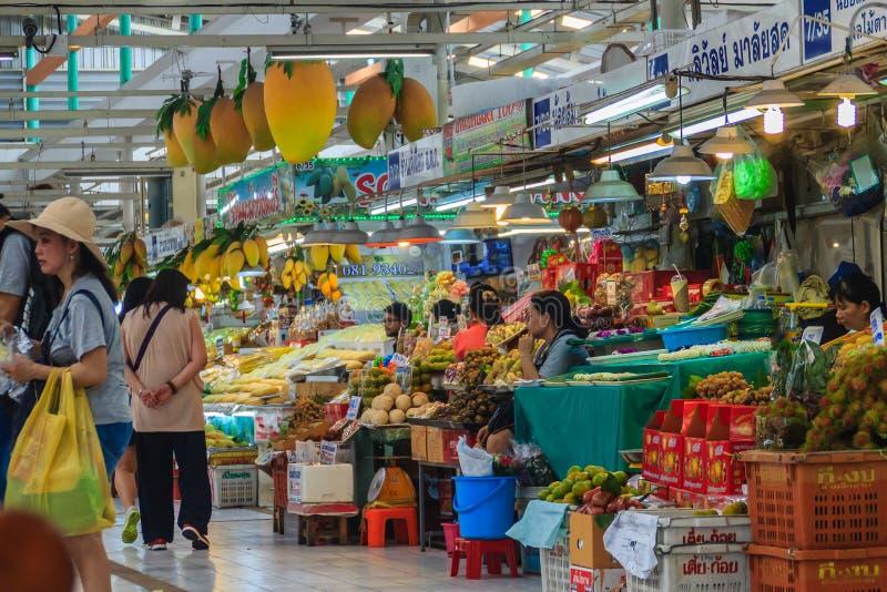 Bangkok Thailand - April 23, 2017: Eller Tor Kor Market (marknadsföring arkivfoto