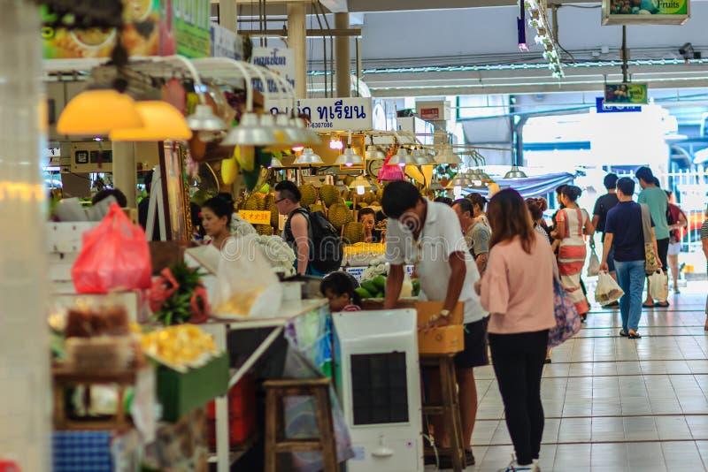 Bangkok Thailand - April 23, 2017: Eller Tor Kor Market (marknadsföring arkivfoton