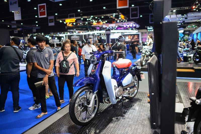 Bangkok, Thailand - April 03, 2018: Honda Super Cub C125 bij Honda-tentoonstellingscabine bij de MOTORshow 2018 van BANGKOK in Ba royalty-vrije stock afbeeldingen