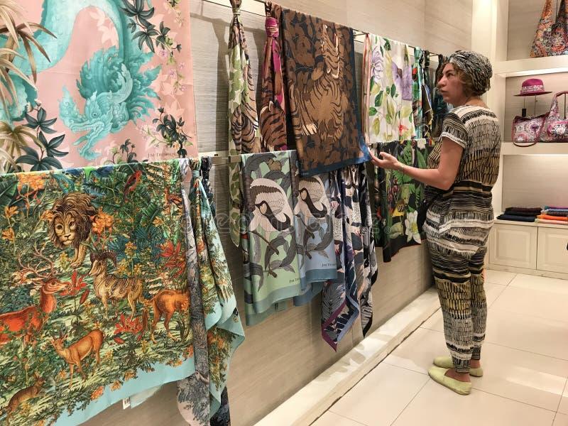 BANGKOK, THAILAND - APRIL 16, 2018: Jim Thompson-winkel in zijn huis open voor toeristen stock afbeelding