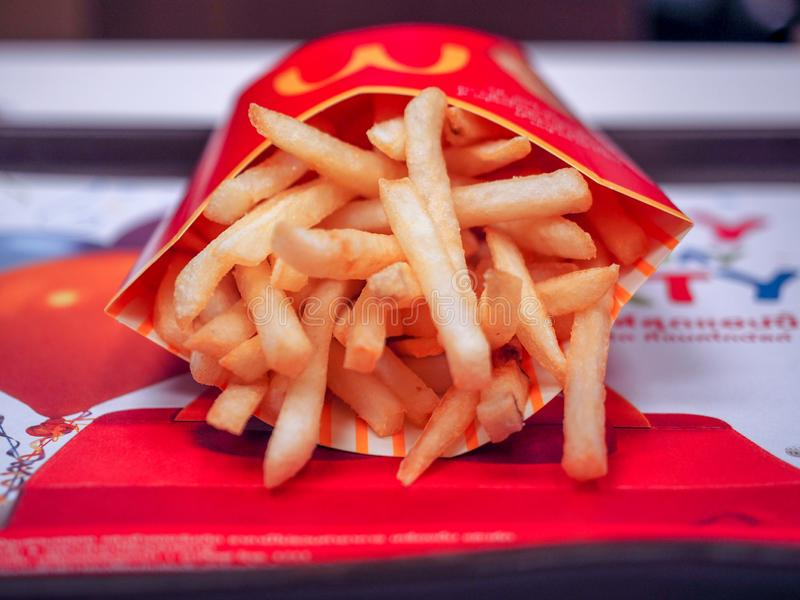 bangkok thailand APRIL 24 2017: McDonalds pommes frites arkivbilder