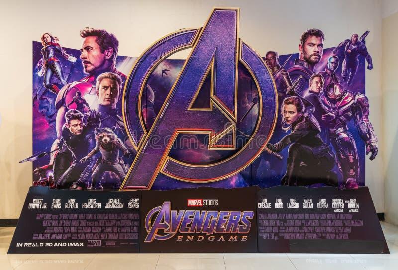 Bangkok Thailand - April 18, 2019: Skärm för bakgrund för hämnareEndgamefilm i filmteater Befordrings- annonsering för bio royaltyfri bild
