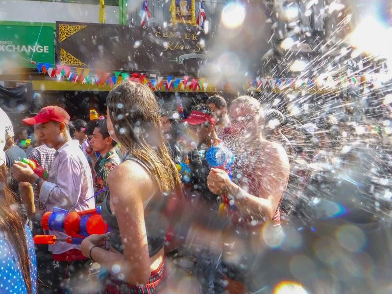 Bangkok, Thailand - April 13.2018: Songkranfestival in Khao San royalty-vrije stock fotografie