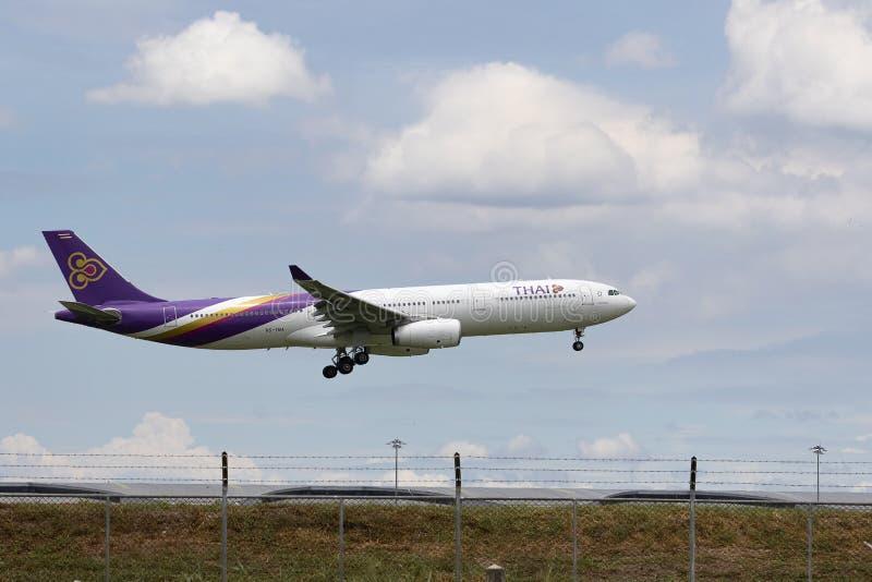 Bangkok thailand - august22,2015 : thai airway plane approach for landing to suvarnabhumi airport,thai airway is national airliner. Bangkok thailand - august22 stock photography