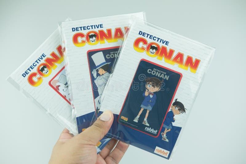 Bangkok Thailand - Augusti 8, 2019 Hand som rymmer för Conan för kriminalare för BTS-biljettmodell försäljning för start samling  arkivbild