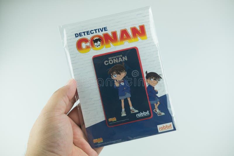 Bangkok Thailand - Augusti 8, 2019 Hand som rymmer för Conan för kriminalare för BTS-biljettmodell försäljning för start samling  arkivfoto