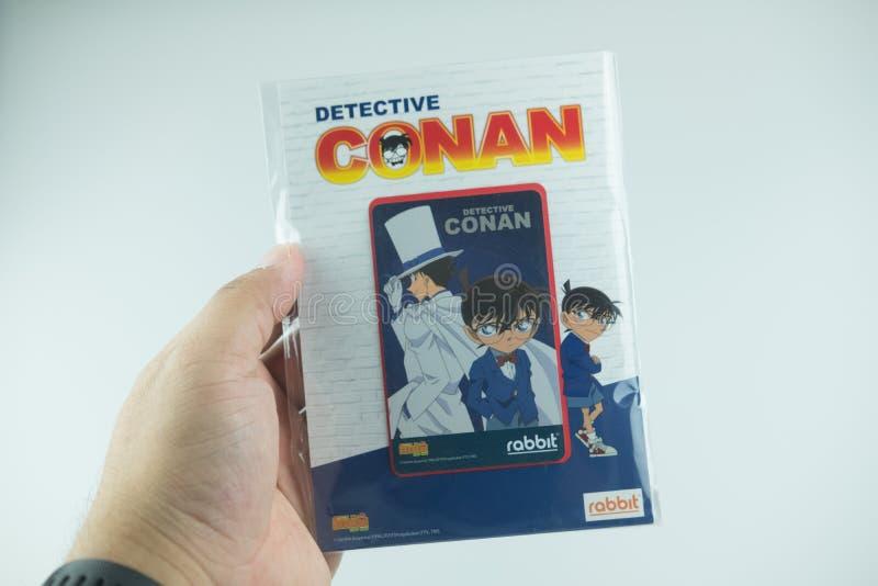 Bangkok Thailand - Augusti 8, 2019 Hand som rymmer för Conan för kriminalare för BTS-biljettmodell försäljning för start samling  arkivfoton