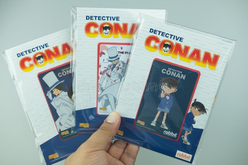 Bangkok Thailand - Augusti 8, 2019 Hand som rymmer för Conan för kriminalare för BTS-biljettmodell försäljning för start samling  fotografering för bildbyråer