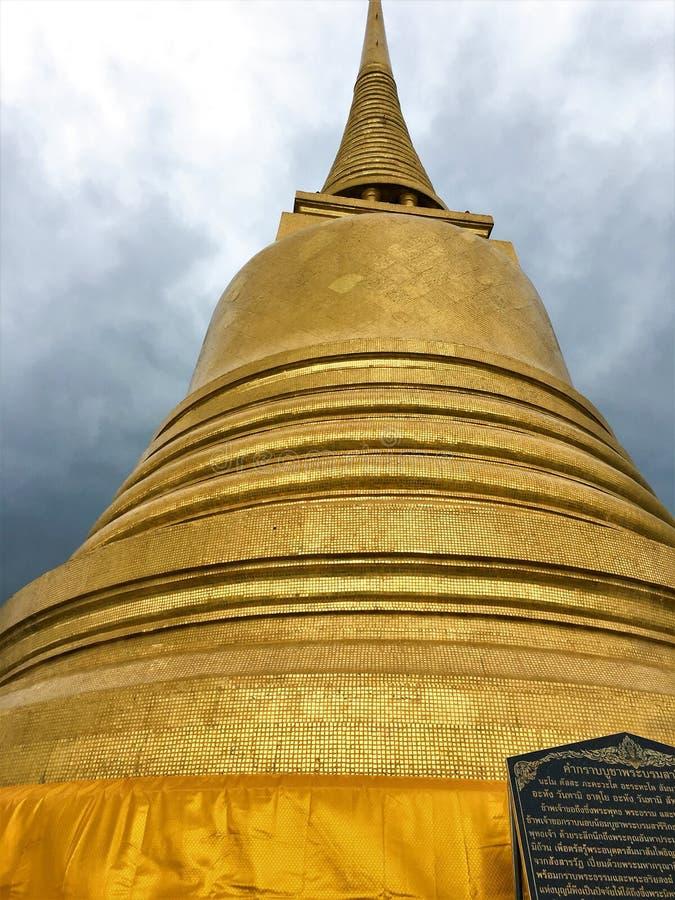BANGKOK THAILAND Augusti 14,2018 Wat Saket Ratcha Wora Maha Wihan i det Pom Prap Sattru Phai området, Bangkok, Thailand arkivbilder
